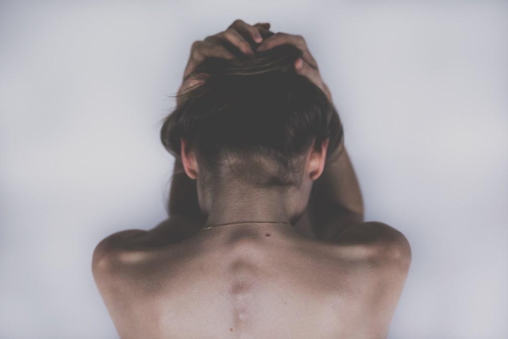 HWS-Syndrom: Symptome, Ursache und Behandlungsmöglichkeiten
